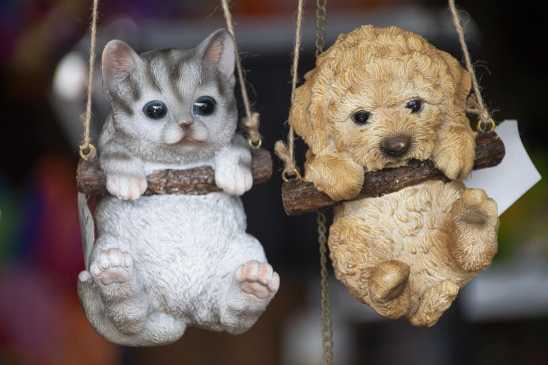 猫と犬の人形